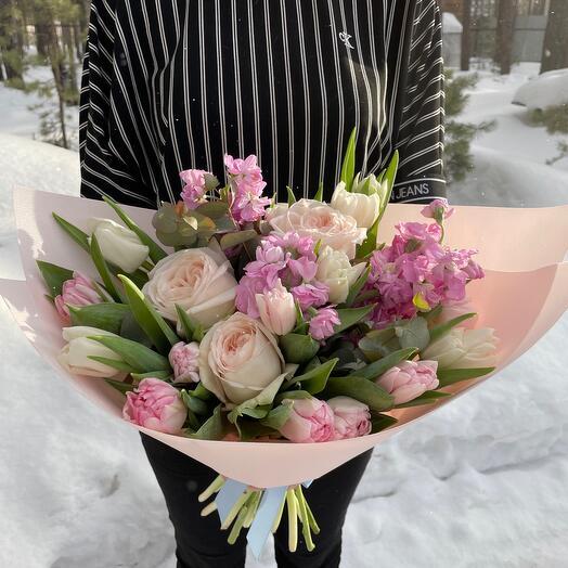 Ароматный букет весенних цветов