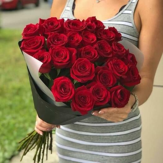 25 красных роз