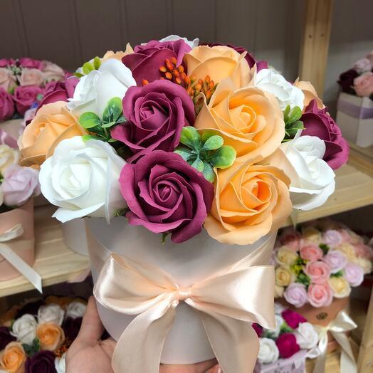 Цветы в коробке 21 роза