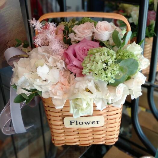 Лукошко с цветами