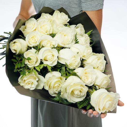 Траурный букет из роз Эквадора
