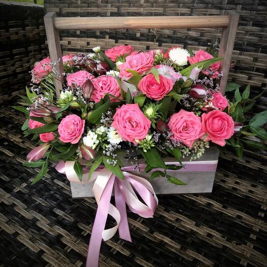 Ящик с розами «малиновый поцелуй»