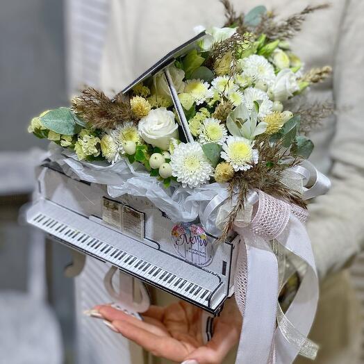 Рояль с цветами