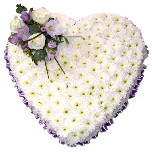 Композиция из хризантем Белое сердце