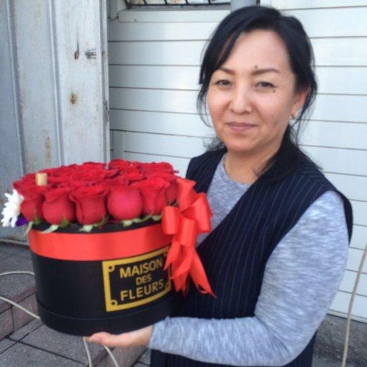 Красивая коробка Maison Des F eurs из 25 красных роз