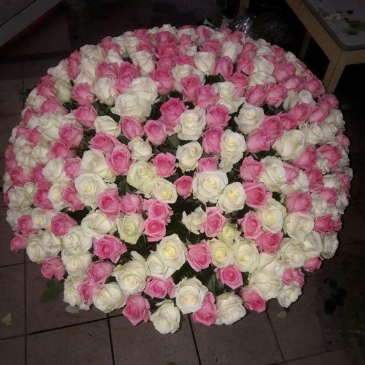 Бело-розовый РОЗА В корзине 300 штук: букеты цветов на заказ Flowwow