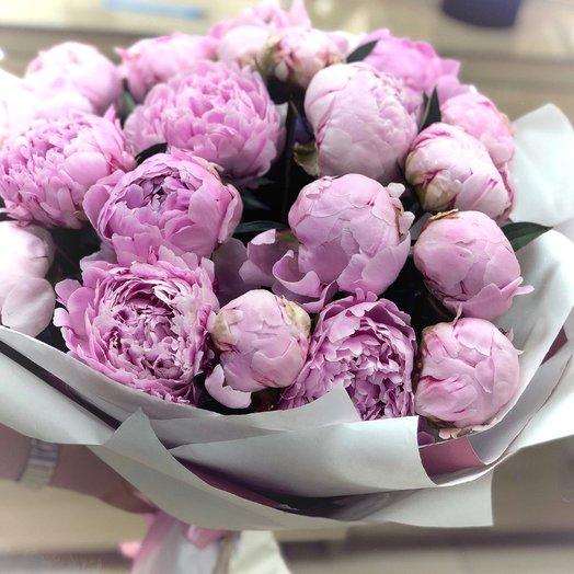 """Букет из 25 пионов """"Зефирно - малиновый"""": букеты цветов на заказ Flowwow"""