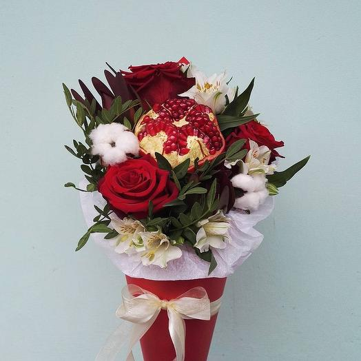 Конус с гранатом: букеты цветов на заказ Flowwow