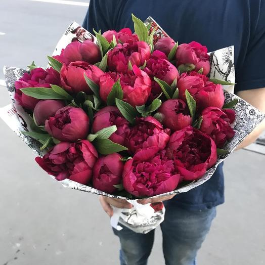 Бордовые пионы в букете: букеты цветов на заказ Flowwow