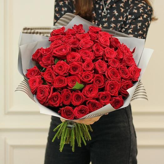 51 бордовая роза в матовой пленке: букеты цветов на заказ Flowwow