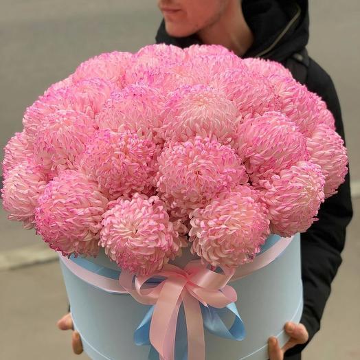 """Шляпная коробка с хризантемой """"Зефирное чудо"""": букеты цветов на заказ Flowwow"""