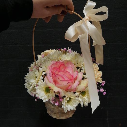 Корзинка-комплимент: букеты цветов на заказ Flowwow