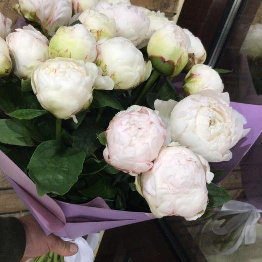 Букет с белыми пионами: букеты цветов на заказ Flowwow