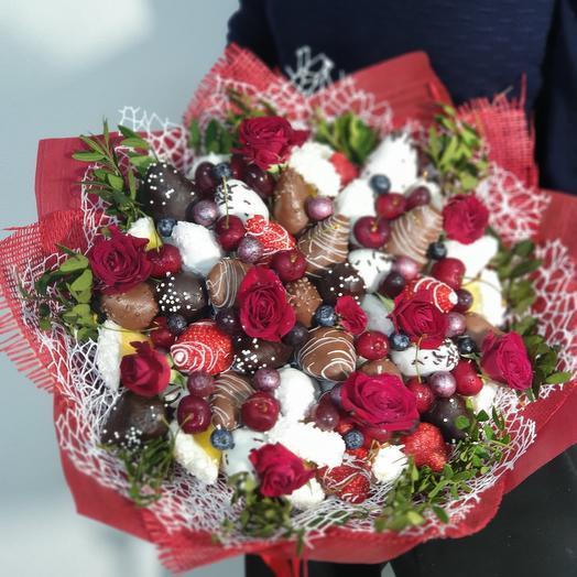 Крафт букет из ягод с цветами