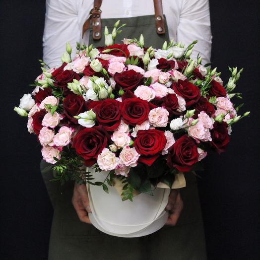 Микс из роз с лизиантусом