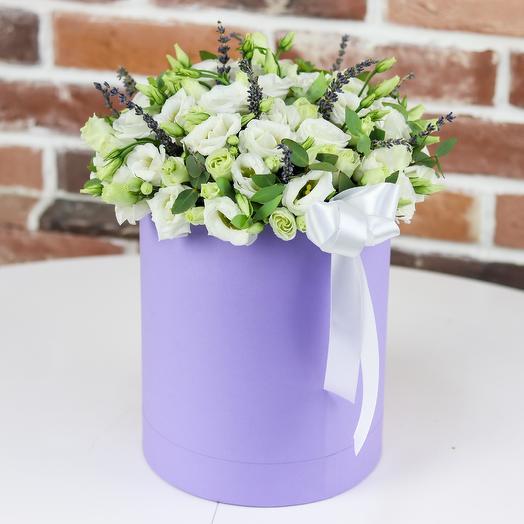 Шляпная коробка из белой эустомы с лавандой. N802: букеты цветов на заказ Flowwow