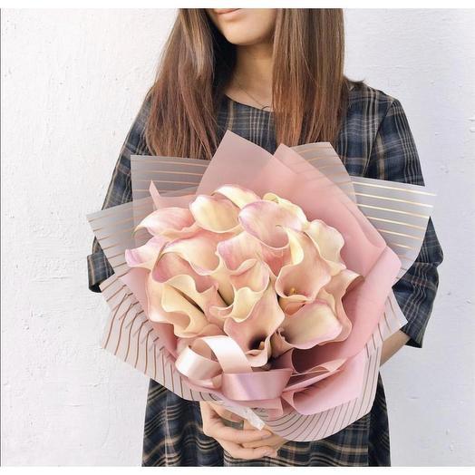 Букет из 19 нежно-розовых калл