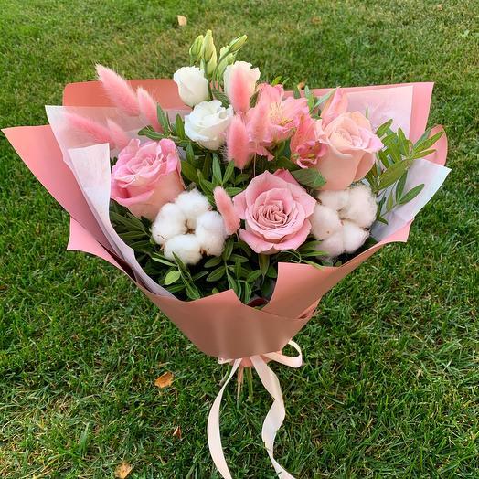 Розы с хлопком и лагурусом