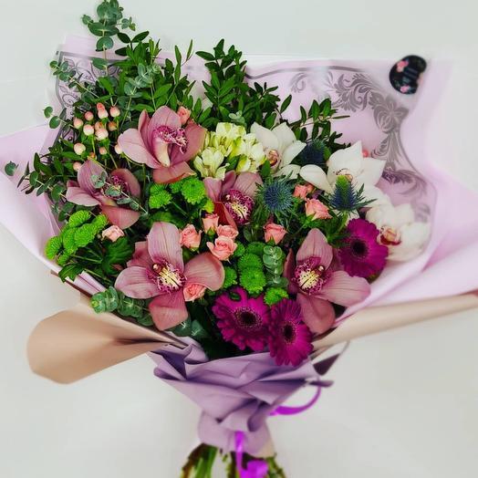 Букет из кустовой розы с орхидеями