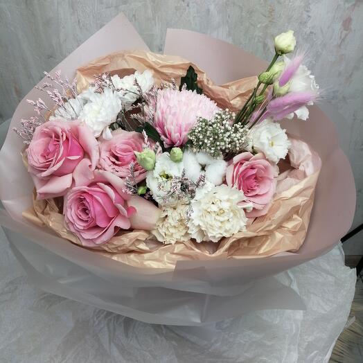Букет Хризантем, Гвоздик, Роз и Эустом
