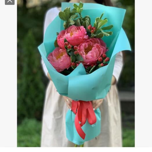 Bouquet of 3 coral peonies (France )