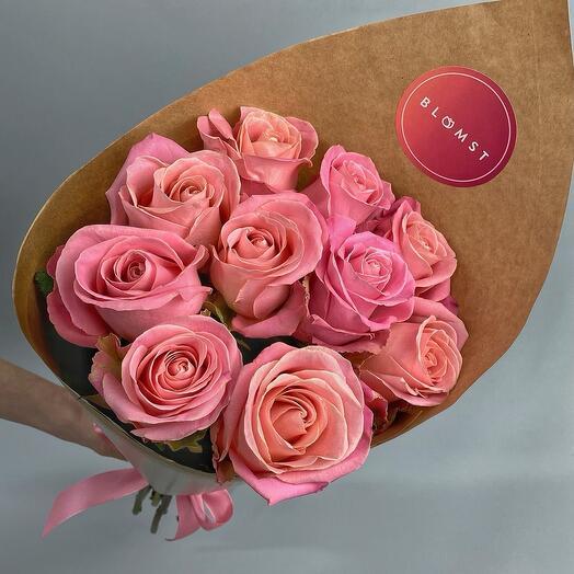 Эквадорские матовые розы в крафте 9 штук