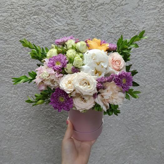 Нежная композиция с пионом и ассорти цветов
