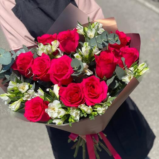 Розы и Альстромерия