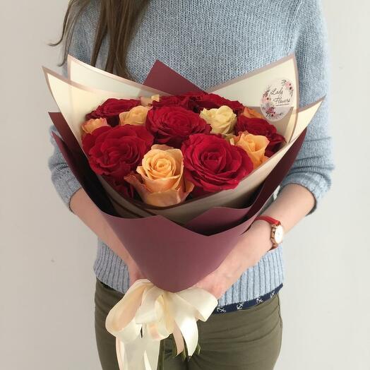 Flowers Lowers -15 роз яркий микс в оформлении