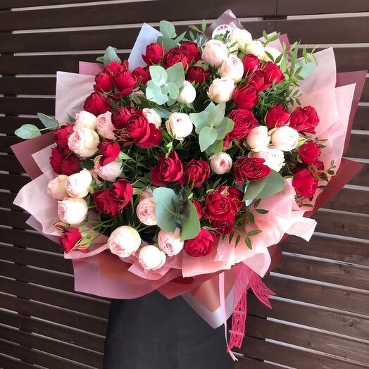 Шикарны букет из пионовидных роз