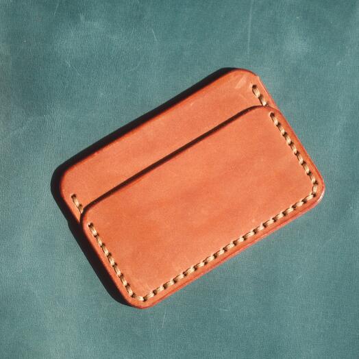 Картхолдер ручной работы из натуральной кожи коричневого цвета