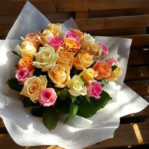Букет из роз с украшением: букеты цветов на заказ Flowwow