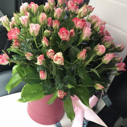 19 кустовых роз в шляпной коробке: букеты цветов на заказ Flowwow