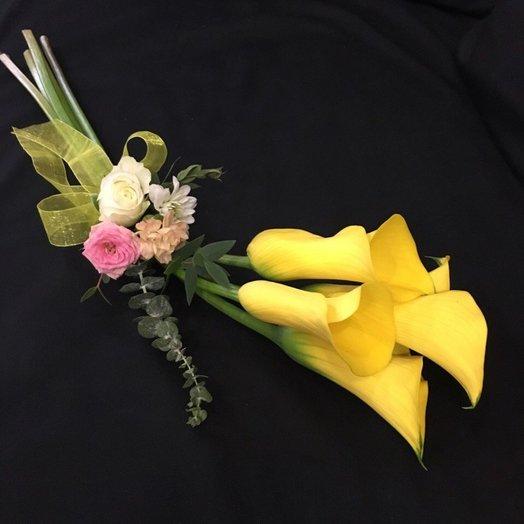 Букет из калл с дизайнерским оформлением: букеты цветов на заказ Flowwow