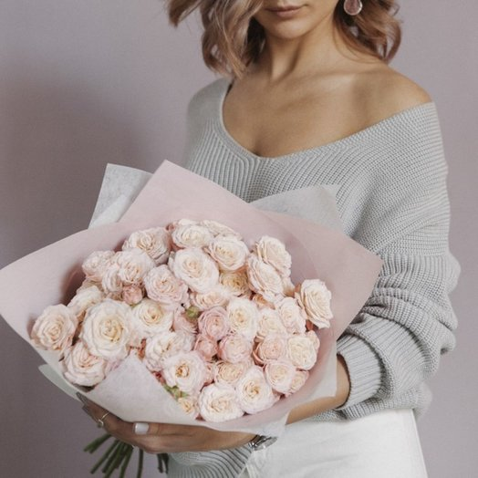 Бомбические пионовидные розы