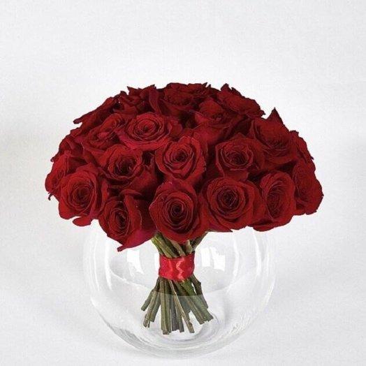 Красные розы в круглой вазе: букеты цветов на заказ Flowwow