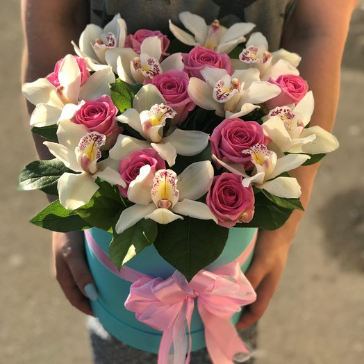 Коробки с цветами. Роза розовая. Орхидея. N133: букеты цветов на заказ Flowwow