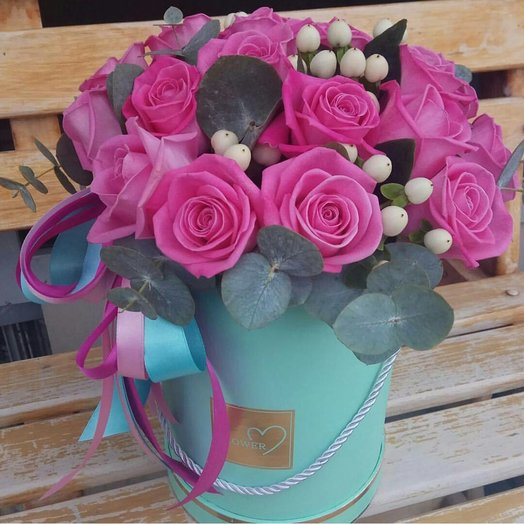 Коробка с розовыми розами: букеты цветов на заказ Flowwow