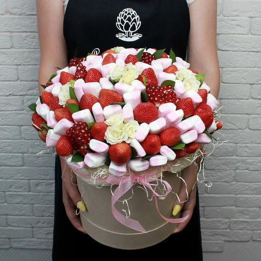 Сладкий букет с цветами: букеты цветов на заказ Flowwow