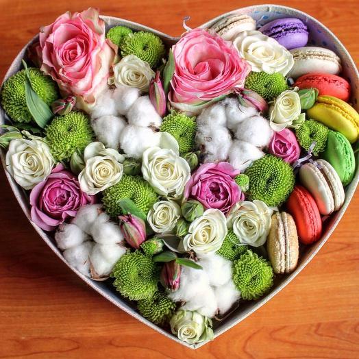Букет в коробке «Сладкий комплимент»: букеты цветов на заказ Flowwow