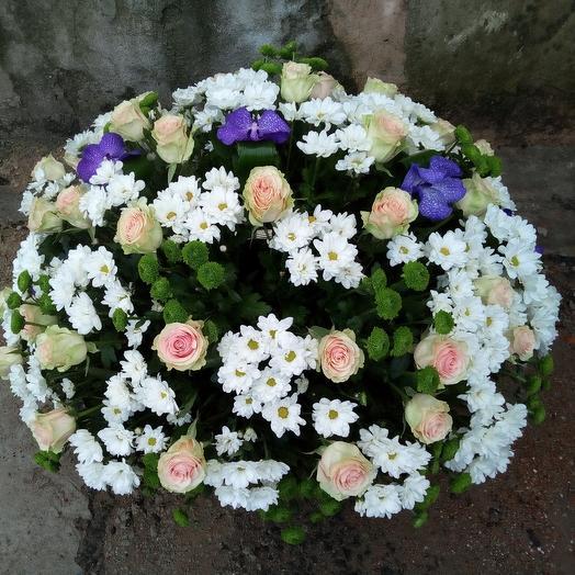 Корзина с цветами микс: букеты цветов на заказ Flowwow