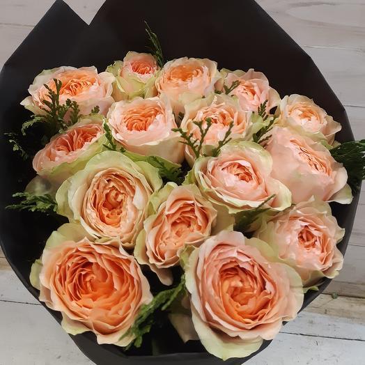 Пионовидная роза в стильной упаковке: букеты цветов на заказ Flowwow