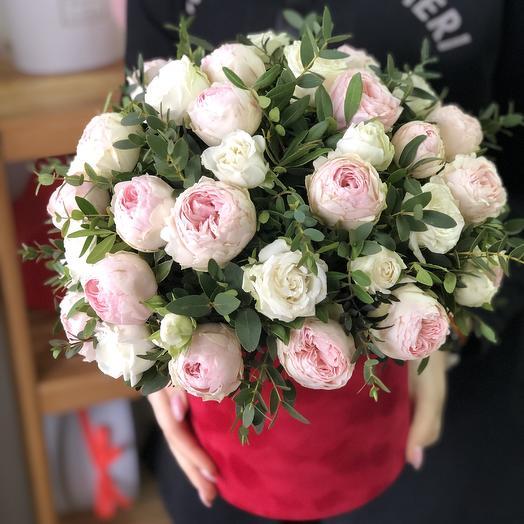Бархатная коробка с пионовидными Розами: букеты цветов на заказ Flowwow