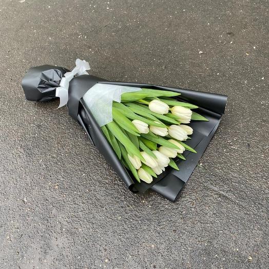 15 Белых тюльпанов в черный