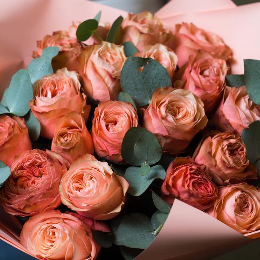 Персиковый букет пионовидных роз