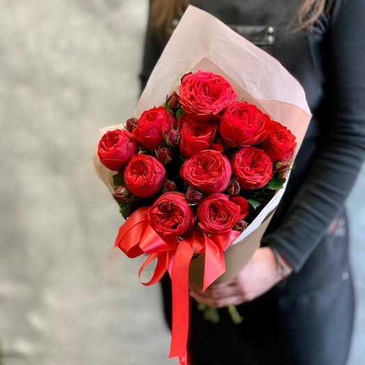 Букет пионовидных роз «Ред Пиано»: букеты цветов на заказ Flowwow