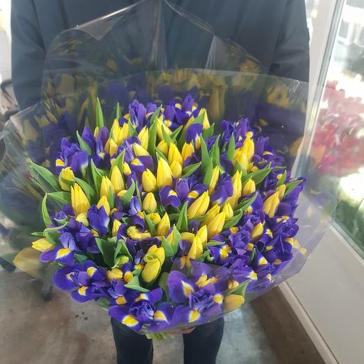 Букет из синий ирис и желтая тюльпаны