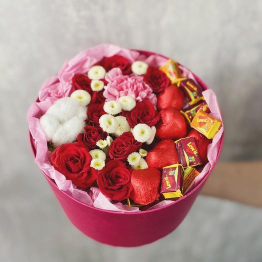 Цветы в коробке «Твоя любовь»