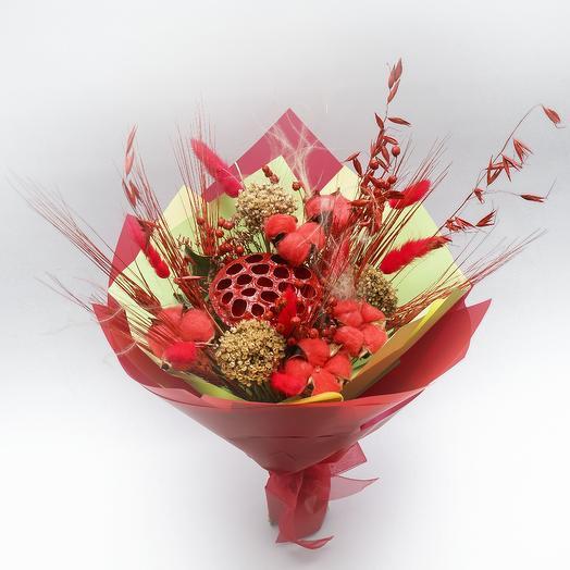 Красный букет из сухоцветов