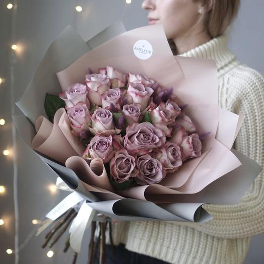 Букет с лавандовыми розами Мемори Лейн